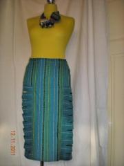 vlněná tyrkysová sukně s bočními průstřihy