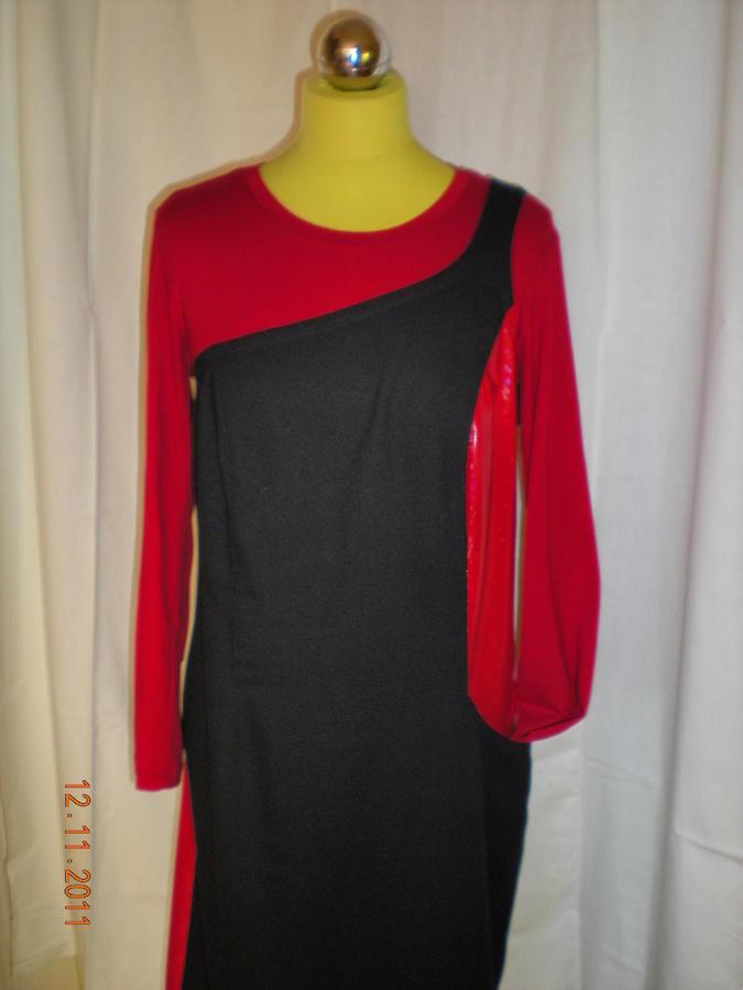 černé šaty s bočními červenými koženými vsadkami