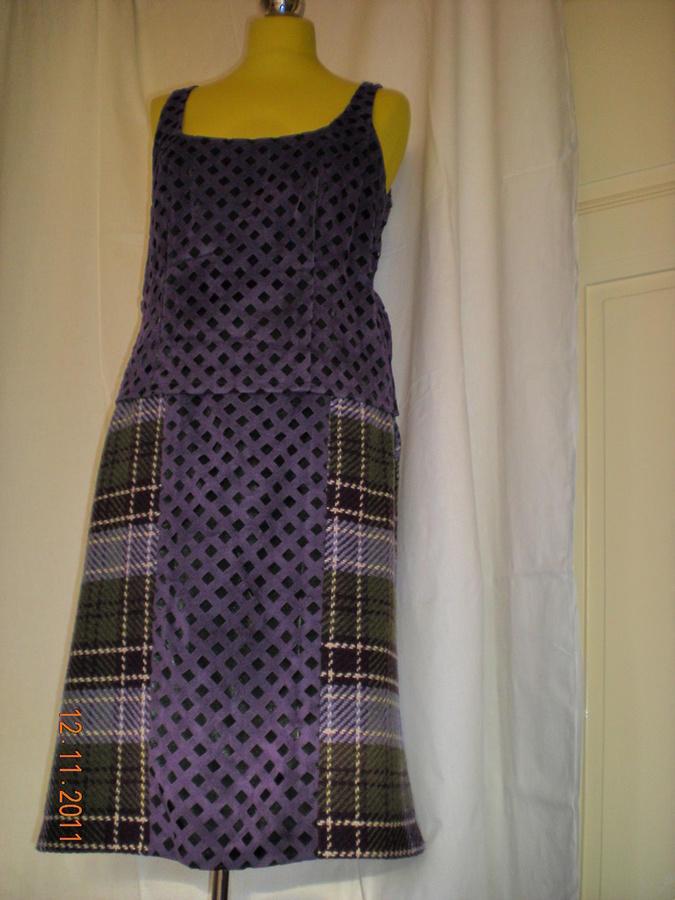 Top z fialového prosekaného semiše a sukně